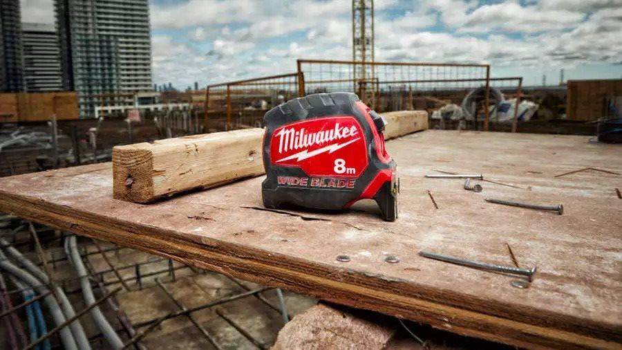 ARTICLE ZONE OUTILLAGE - Milwaukee présente ses nouveaux mètres ruban premium STUD 2, MAGNETIC et WI