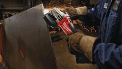 Společnost Milwaukee® přináší světově první aku brusku řady M18 FUEL™