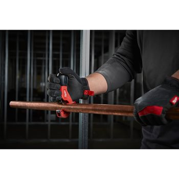 Constant swing copper tubing cutter